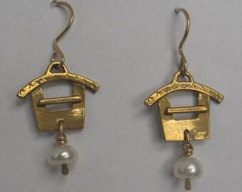 Pagoda Earring Cast Bronze w Pearl