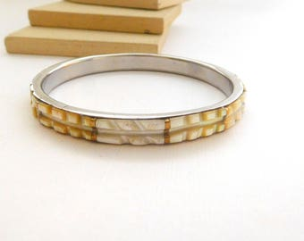 Vintage White Cream Carved Mother Of Pearl Shell Bangle Bracelet B44