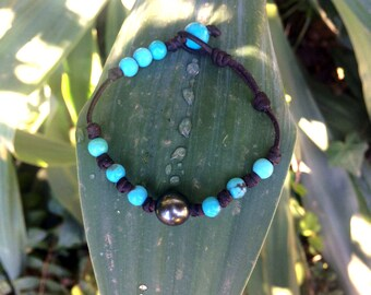 Tahitian pearl and turquoise beads on brown australian leather - woman boho chic bracelet, genuine Kingman turquoise beads. Summer jewel !