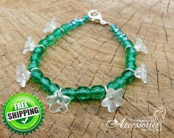 Green Crystal Floral bracelet White Flower bracelet Boho jewelry Bracelet gift Delicate bracelet Everyday Botanical Positive Minimalist