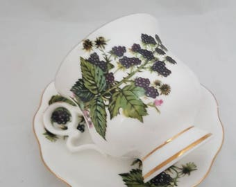 Vintage//Royal Ascot//tea cup and dish//Black Berry/Fine Bone China England//brocant//blackberries//Golden Rand//English style/1960