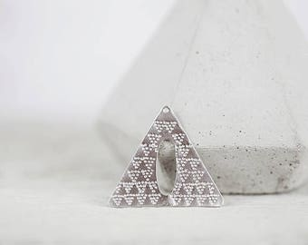Triangle trailer structured rhodium-plated pendant rhodium silver with patterns