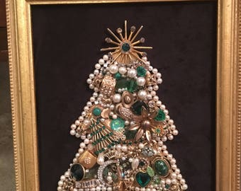 Framed Jewelry Christmas Tree that loves green