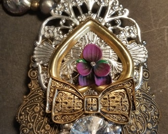 VINTAGE PENDANT. Price Cut! This necklace is too beautiful to pass up.