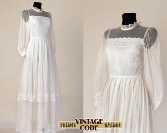 70s vintage White Illusion Neckline Wedding dress / Soft Lace Gunne Sax style Victorian Edwardian Bridal wedding dress / size small