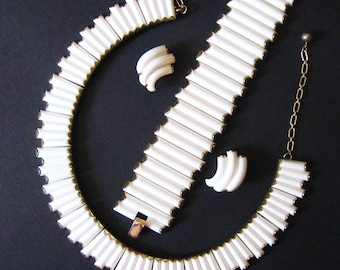 50s Vintage Crown Trifari Parure White Syncopation Signed Necklace, Bracelet, Earrings, Thermoset Lucite, Mid Century Modern 1957 Advertised