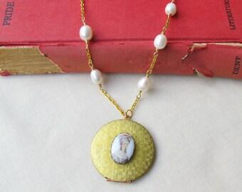 Pride and Prejudice Locket Necklace - Mr Darcy Jane Austen Elizabeth Bennet Cameo - Vintage Raw Brass Gold Bookworm Gift - Jewellery Jewelry