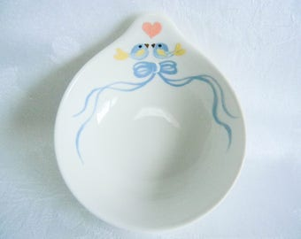 Ceramic ring dish, ring holder with lovebirds, gifts and mementos, wedding gift, bridesmaid gift, painted ring holder
