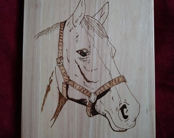 Wooden reversible choppingboard with a pyrography horse on the front