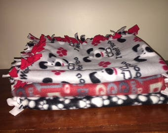 Double and hand-knotted fleece dog blankets: Pamper that pooch!