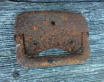 Rusted metal piece/latch or buckle