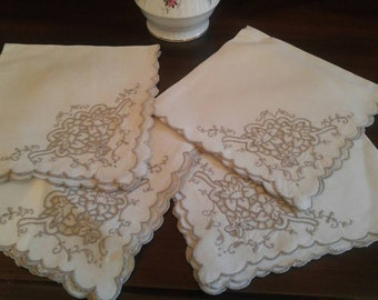 Vintage Cotton Ivory Floral Scalloped Edged Napkins