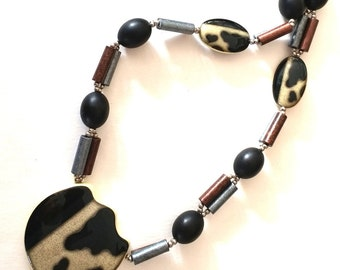 Vintage Cowhide design ceramic necklace
