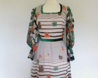 Vintage maxi dress 1970's Cotton Floral Maxi Dress Small