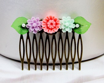 Flower Hair Comb, Resin Hair Comb, Wedding Hair Comb, Japanese Hair Comb, Bridal Jewelry, Cottage Wedding, Garden Jewelry, Friendship Gift