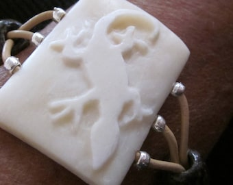 Wide bracelet Geko carved bone and leather