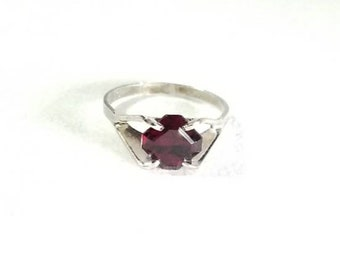Vintage Sterling Silver Deep Red Garnet Ring Size 6.25