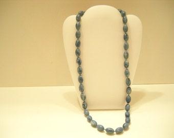 "Vintage 23"" Blue Plastic Swirly Beaded Necklace (1120)"
