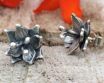Boucles d'oreilles fleur de Lys; Fait à la main en argent Sterling