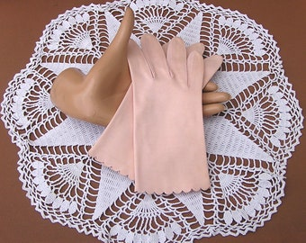 Vintage Pastel Pink Gloves with Scalloped Edge