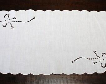 """Sicilian Linen """"Intaglio"""" Centerpiece"""