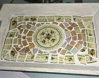 Wooden tray in mosaic, incl irridized glass