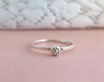 Daisy ring, sterling silver ring, flower ring, floral ring, flower stacking ring, spring ring, floral stacking ring, stack flower ring