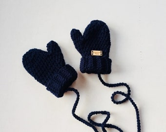 Mittens for children with ccrochete cord by hand. Accessory and clothing fall spring winter