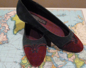 SALE darling hunter green and burgandy velvet capped toe car loafer flats womans size 6