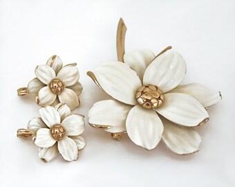 Monet Brooch and Earring Set, White Vintage Brooch, White Earrings, Flowers, Vintage Clip on