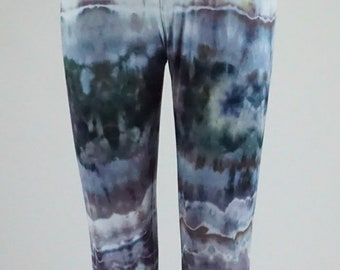 Fractal effect Large capri length leggings .  LGCL1366