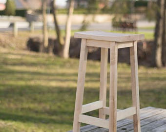Counter Height Stool in Maple Wood  – Great for Bar or Kitchen Counter