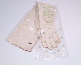 Trefousse Opera Gloves 1940s 1950s Vintage Le Gant Deadstock Long Formal Gloves Size 7 Made in France Natural Neutral Off White Cream