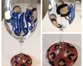 Personalized wine glasses (set of 2)