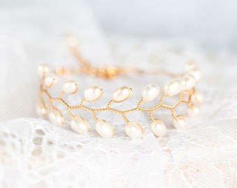 692 Gold pearl bracelet, Bridal pearl bracelet, Gold bracelet, Pearl wedding bracelet, Bracelet for bride Wedding jewelry Bridal accessories
