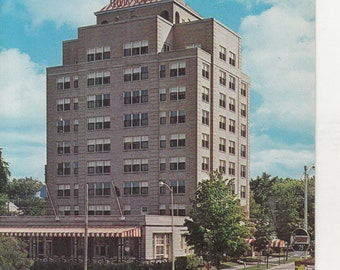 Traverse City, Michigan Vintage Postcard - The Park Place Hotel