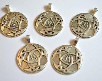5 x Celtic Knot Pendants ~ Antique Silver ~ Lead and Nickel Free
