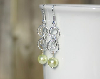 Chainmaille pearl earrings in mint green
