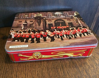 HUNTLEY and PALMERS Biscuit TIN - Changing of the Guards at Buckingham Palace 1972