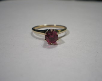 Vintage Antique 10 kt Yellow Gold Lab Red Spinel Solitaire Ring sz 6.75