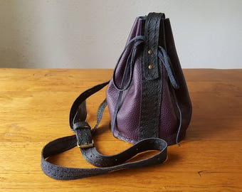 Small plum and black leather shoulder bag