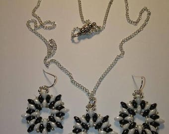 Beaded 3 piece set with black and white super duos and a magnetic clasp