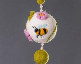 Dekokugel Spring, Felt, bee, flower