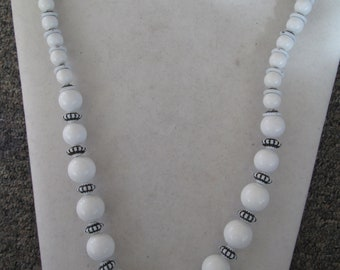"""1960's white and black beaded necklace in graduated sizes measures 24"""" long"""