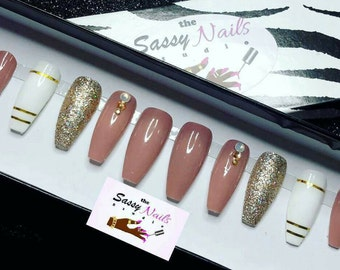 Sassy But Oh So Classy: Available in any shape or color | press on nails |glue on nails |false nails | fake nails | custom nails | gel nails