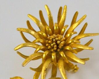 Vintage Gold Daisy Brooch