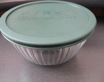 Vintage Pyrex Corning Ware Pleated Glass Bowl With Green Lid