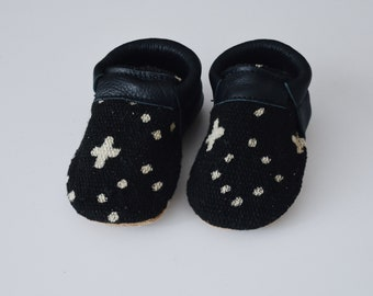 """SIZE 2 (4.5"""")  baby shoes / mud cloth / loafers / soft soled shoes / baby shoes / moccs / baby moccasins"""