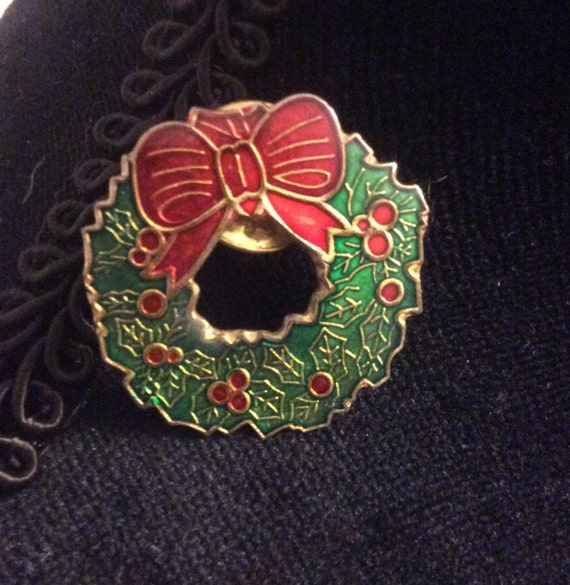 Vintage wreath pin, vintage Christmas wreath pin, free ship, elegant Holiday wreath pin back, simple Christmas wreath pin, vintage Christmas