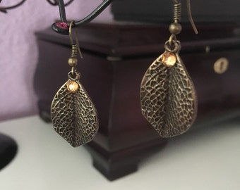 Leaf dangle metal earrings